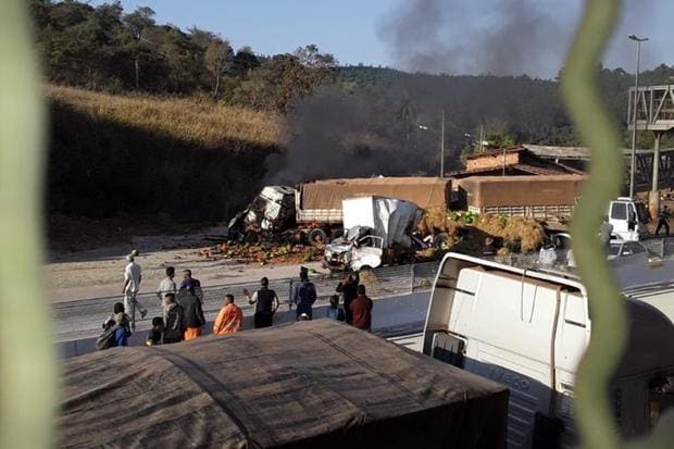 BR-381: 9 pessoas, pelo menos, estão em estado grave após acidente com carreta